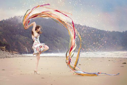 mujer feliz playa cintas